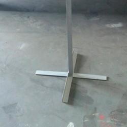 Señal metálica + protección + poste con cruceta