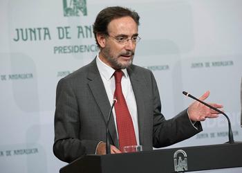 El consejero de Fomento comparece ante al prensa tras la reunión del consejo de Gobierno.